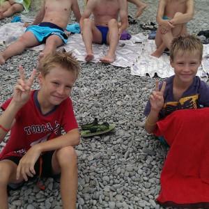 Участники летнего футбольного лагеря в Крыму фото на пляже